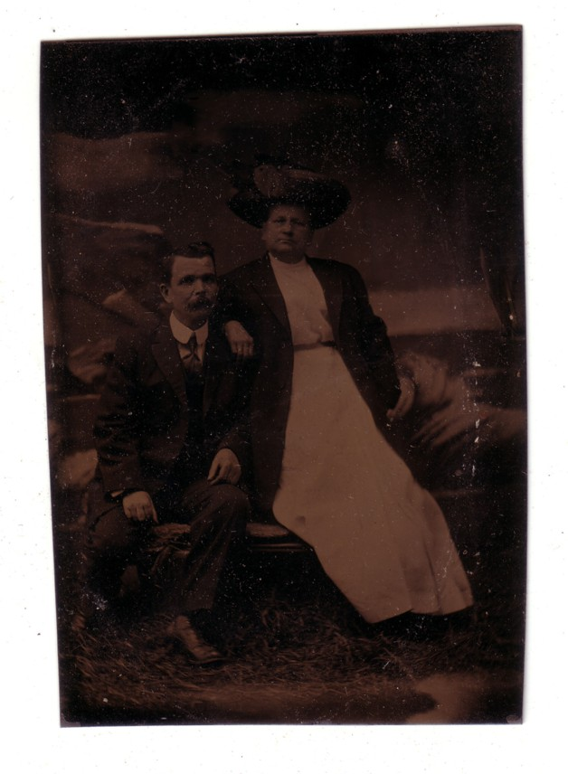 Tin type photo of a couple